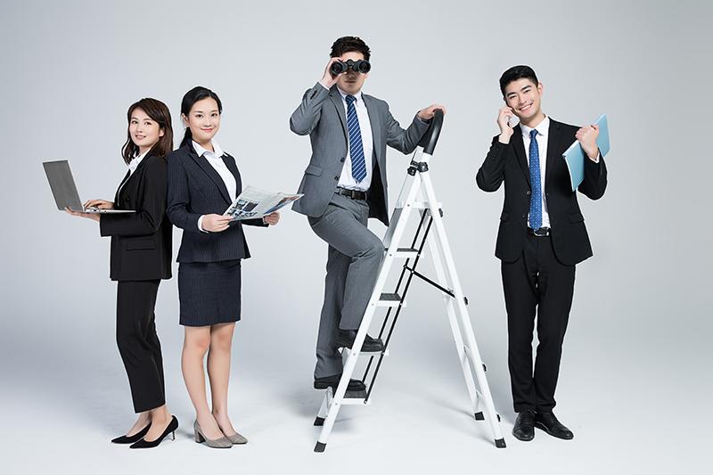 摄图网_501131504_创意商务团队合作(企业商用).jpg